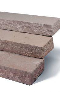 Blockstufe Naturstein Modac: braunrötlich antiklook