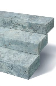 Silber graue Blockstufen mit Marmor Look