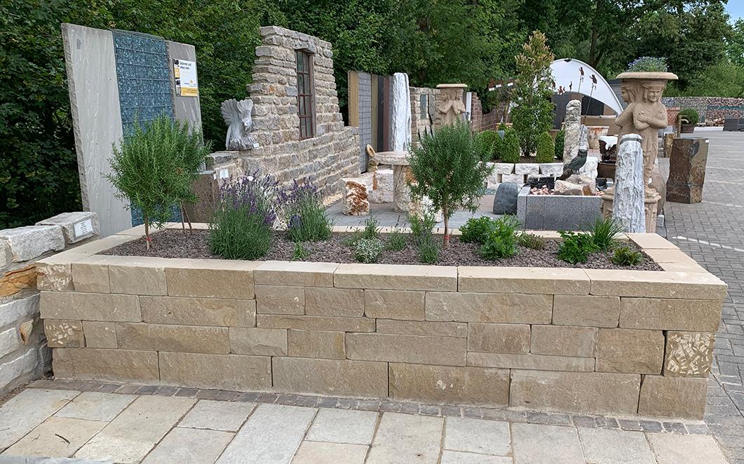 Hochbeete aus Naturstein – Klostermauer