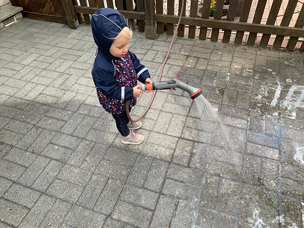 Bindemittel mit Wasser aktivieren