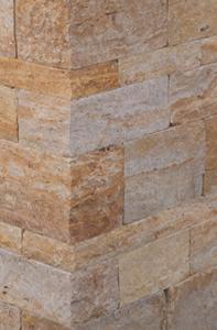 Rötlicher Mauerstein mit kontrastreicher textur