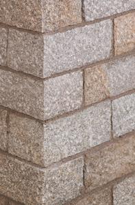 Wunderschön gräulich sandfarbener Mauerstein mit grober Struktur
