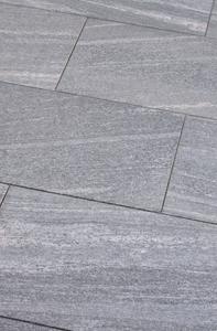 wunderschöne graue natursteinplatten für terrasse und gehwege