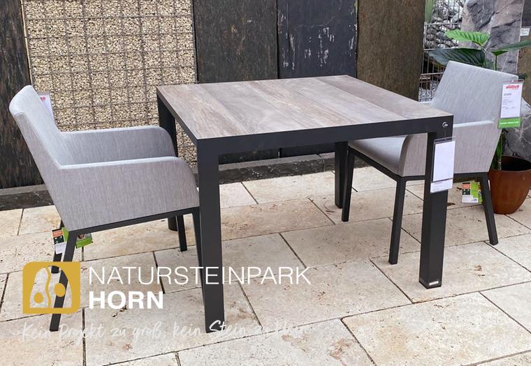 Tisch mit Stühlen, modern in Holzoptik