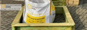 Holz Sandkiste mit Deckel von Natursteinpark Horn